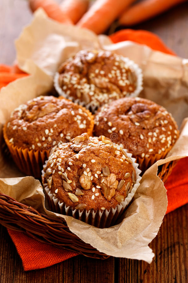 Marchwiani dokrętek muffins fotografia stock