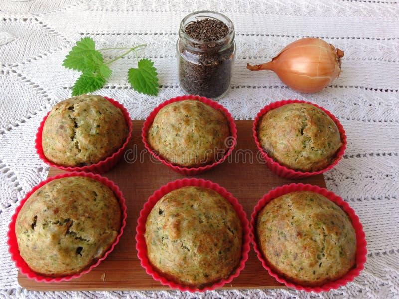 Marchwiani pomidorowi muffins obrazy royalty free