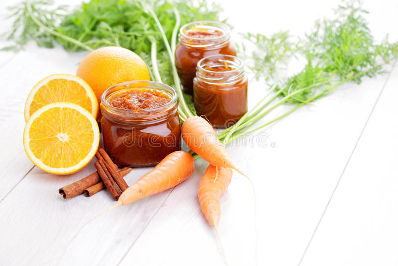Marchwiany i pomarańczowy dżem zdjęcia stock