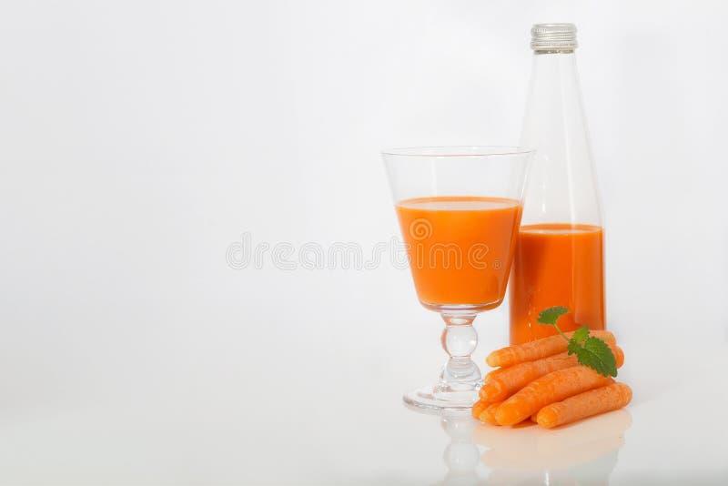 Marchwiany sok w szklanej filiżance zdjęcia stock