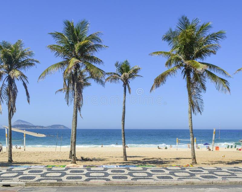 Marciapiede famoso della spiaggia di Ipanema in Rio de Janeiro, Brasile fotografie stock