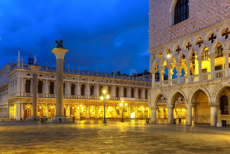 marco晚上圣广场 意大利威尼斯 库存图片