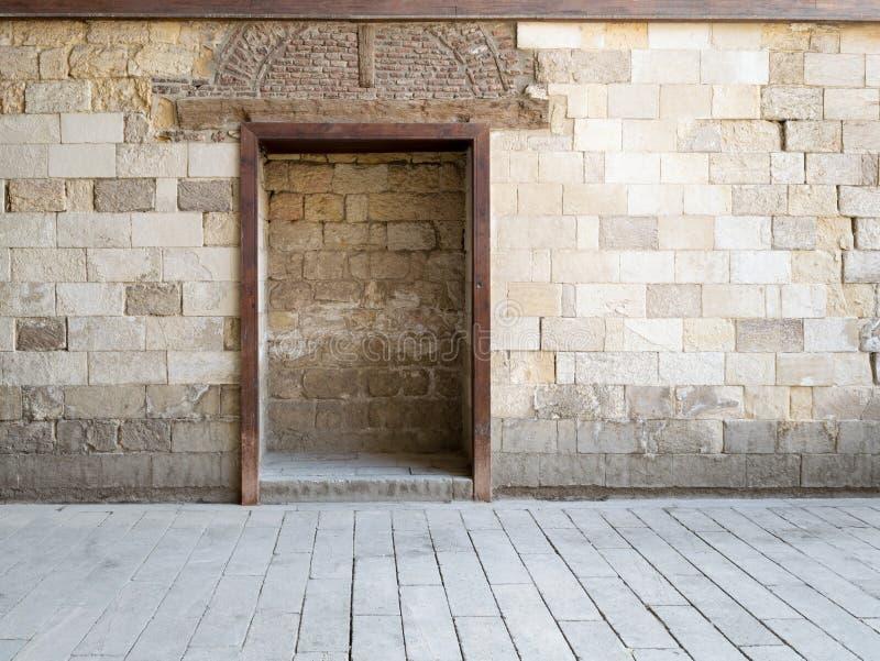 Marco ahuecado en pared de piedra vieja foto de archivo libre de regalías