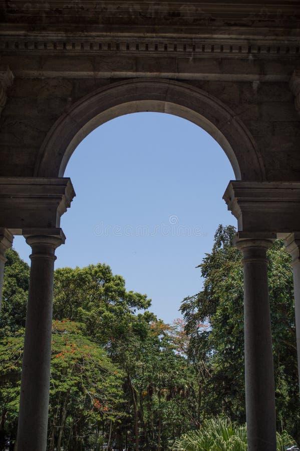 Marco arquitectónico en Parque Lage imagen de archivo libre de regalías