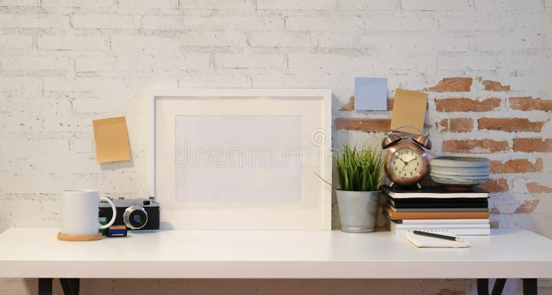 Marco ascendente falso con la cámara del vintage fotos de archivo