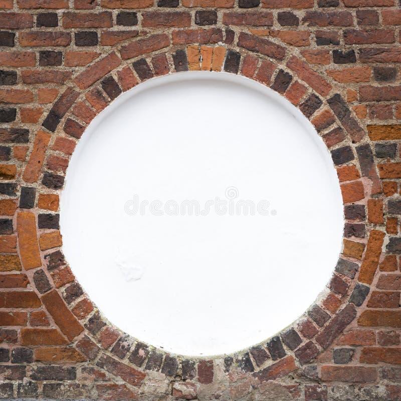 Marco circular en el ladrillo viejo wal imagen de archivo libre de regalías