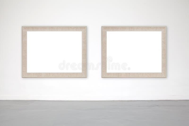 Marco clásico en la pared del cemento blanco en galería imagenes de archivo