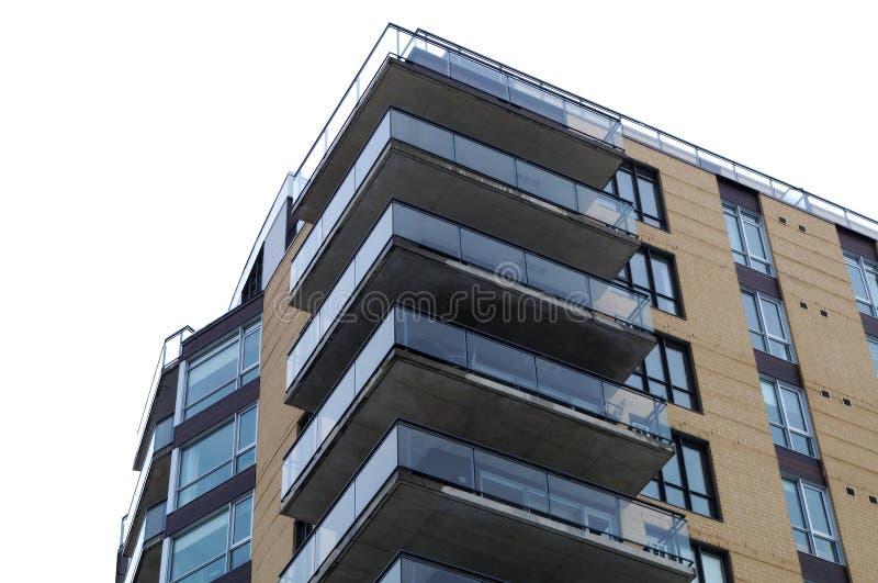 Marco completo del edificio residencial del apartamento del balcón de la esquina moderno de la propiedad horizontal foto de archivo libre de regalías