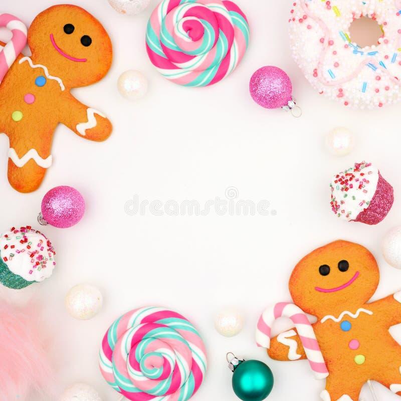 Marco cuadrado de los dulces en colores pastel de la Navidad sobre blanco fotografía de archivo libre de regalías