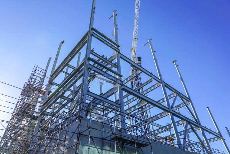 Marco de acero estructural para el nuevo edificio imagen de archivo