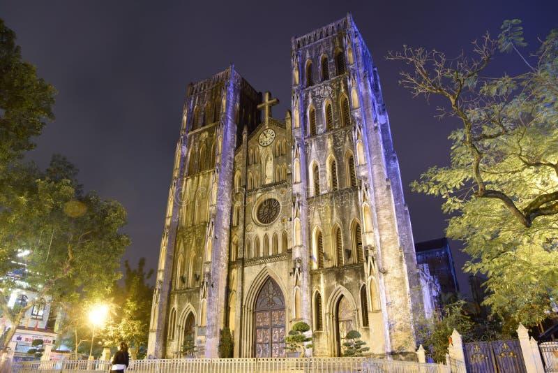 Marco de Hanoi - de St Joseph & de x27; a catedral de s na noite, é uma igreja em Nha Chung Street no distrito de Hoan Kiem de Ha imagem de stock