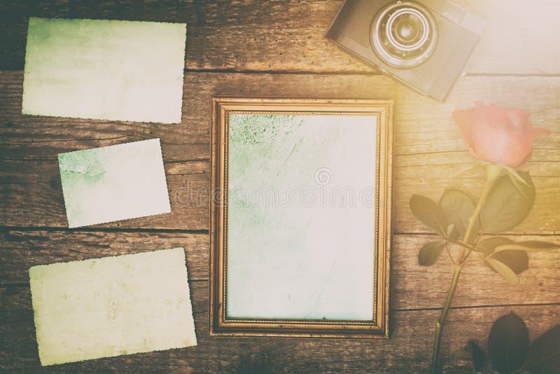marco de la foto del vintage con las fotos viejas retras imagen de archivo libre de regalías