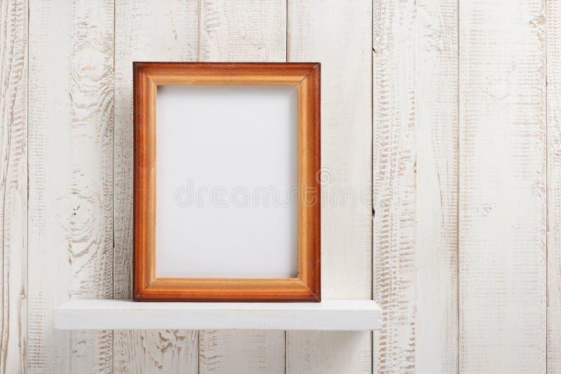 Marco de la foto en el shel de madera imagen de archivo libre de regalías