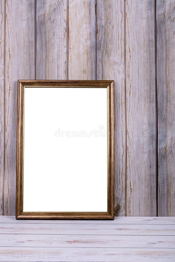 Marco de la foto en la pared en el fondo de listones de madera foto de archivo libre de regalías