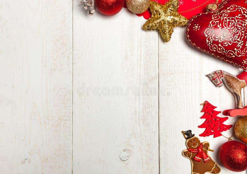 Marco de la Navidad en el fondo de madera blanco imagenes de archivo