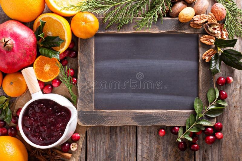 Marco de la pizarra de los ingredientes de la Navidad fotos de archivo