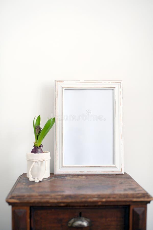 Marco de madera blanco foto de archivo. Imagen de espacio - 111395038