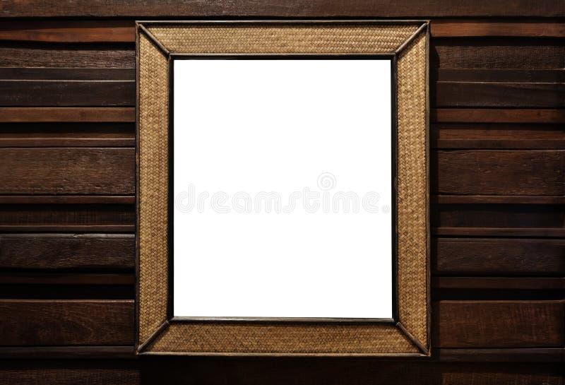 Marco de madera de mimbre de la rota el espejo de madera de mimbre de la pared de la rota adorna, en la pared de la madera dura fotos de archivo libres de regalías