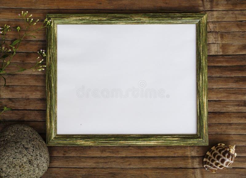 Marco de madera horizontal con el fondo de la foto de la página blanca Plantilla elegante lamentable de la bandera del diseño imagenes de archivo