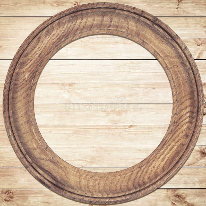 Marco de madera redondo en el fondo de madera foto de for Antecomedores redondos madera