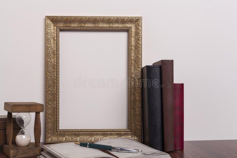 Marco de oro imágenes de archivo libres de regalías