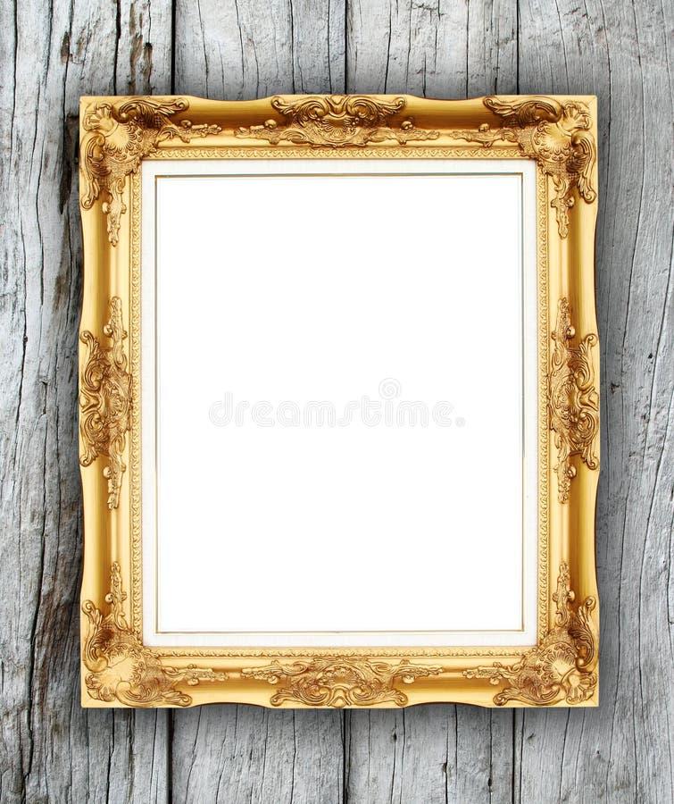 Marco de oro en blanco en la pared de madera fotos de archivo libres de regalías