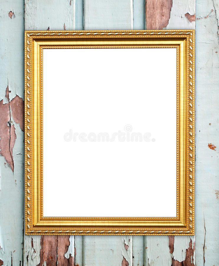 Marco de oro en blanco en la pared de madera imagenes de archivo