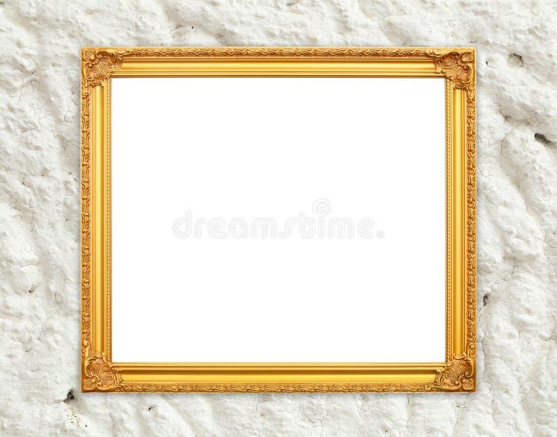 Marco de oro en blanco en la pared del cemento del whtie foto de archivo