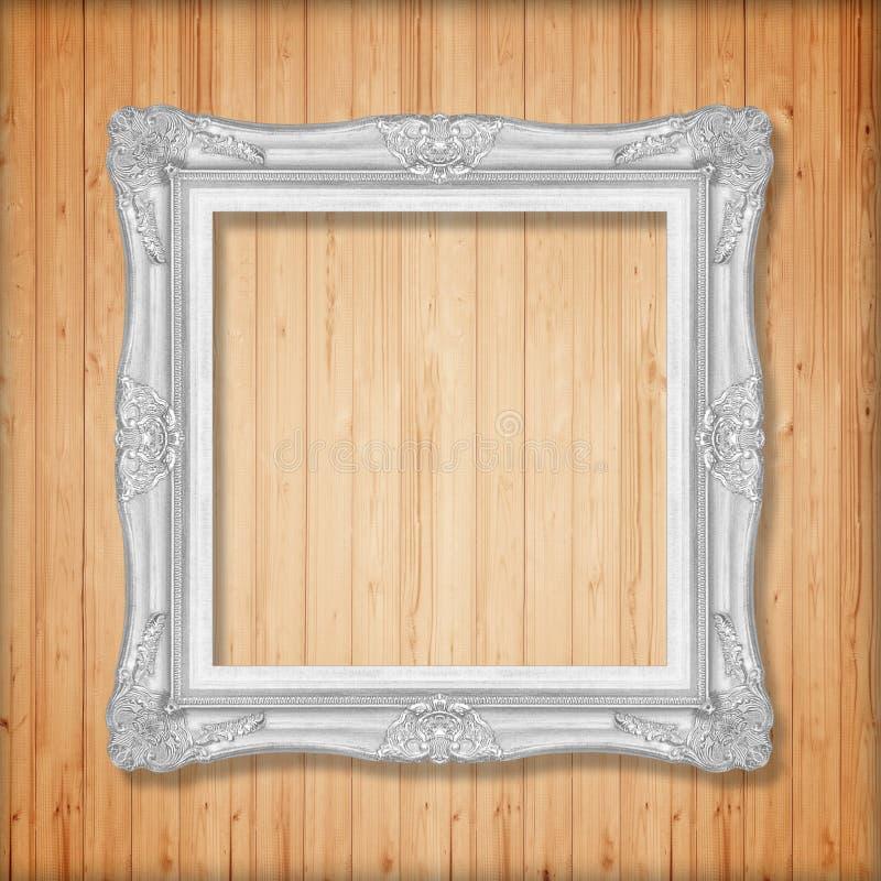 Marco de plata en la pared de madera fotografía de archivo libre de regalías