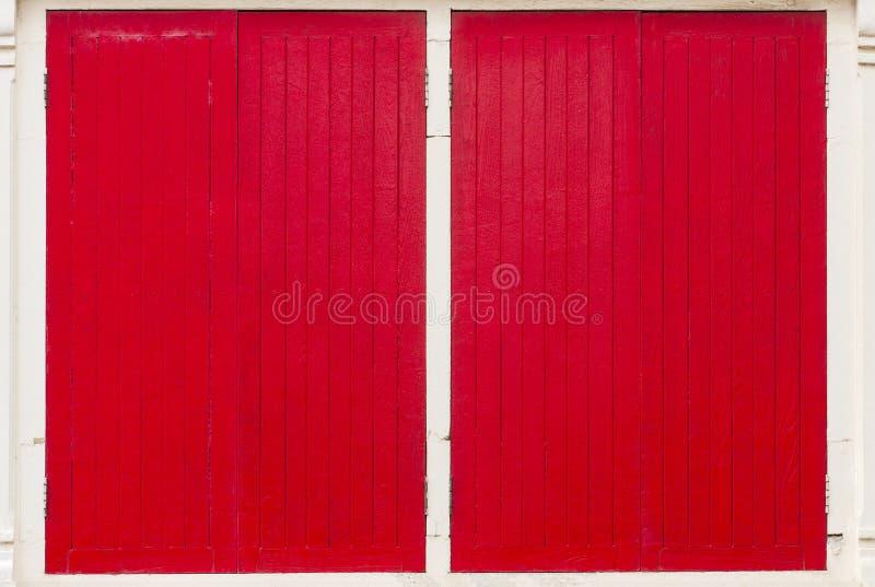 Marco de ventana de madera rojo foto de archivo libre de regalías