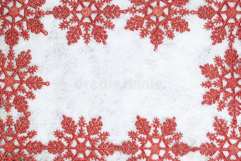 Marco decorativo de la Navidad con los copos de nieve. foto de archivo