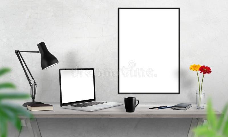 Marco del ordenador portátil y del cartel en el escritorio de oficina Café, cactus, cuaderno, lámpara en la tabla imagen de archivo