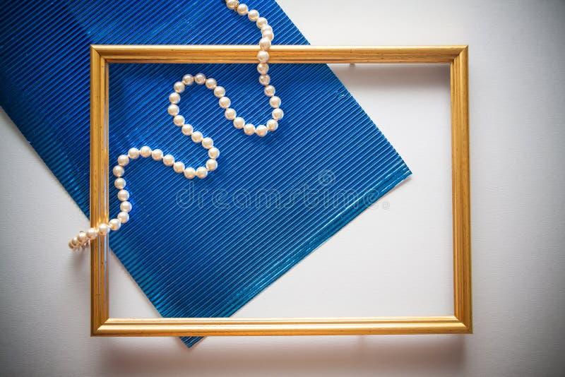 Marco del vintage con el papel metalizado azul fotografía de archivo libre de regalías