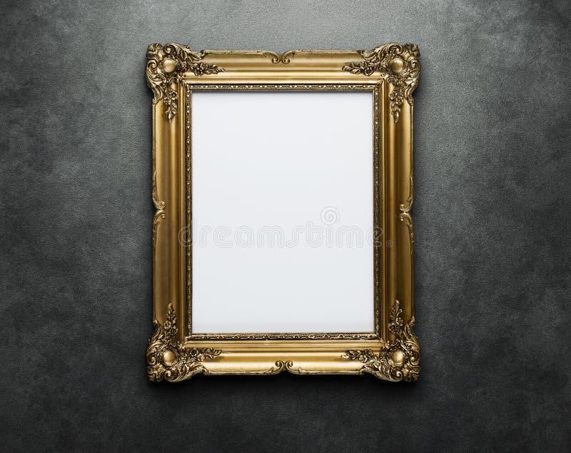 Marco en blanco en la pared con el camino de recortes imagen de archivo libre de regalías
