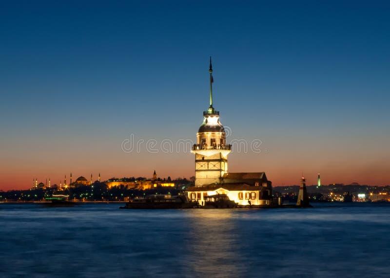 Download Torre Das Donzelas Em Istambul Turquia Foto de Stock - Imagem de azul, império: 29830210