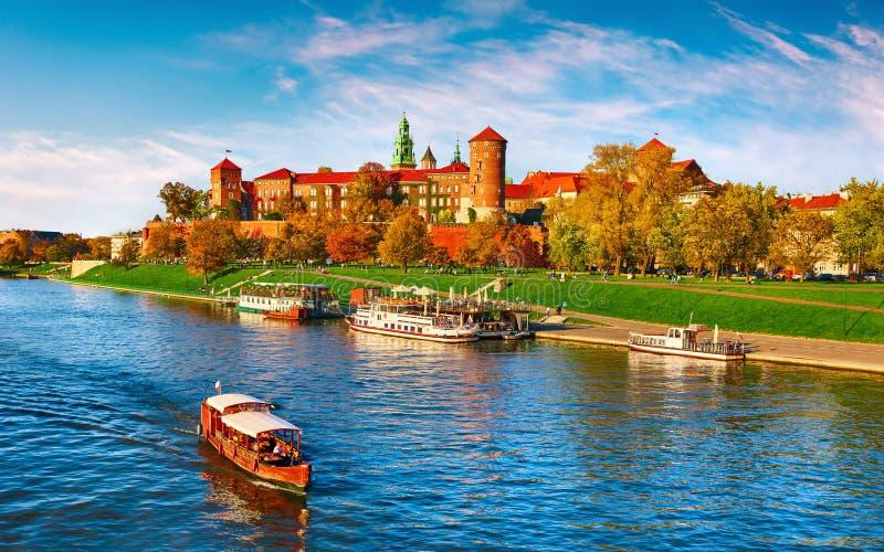 Marco famoso do castelo de Wawel no Polônia de Krakow foto de stock