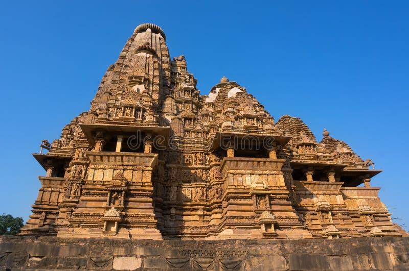 Marco indiano famoso do turista - templo de Kandariya Mahadev, Khajuraho, Índia foto de stock