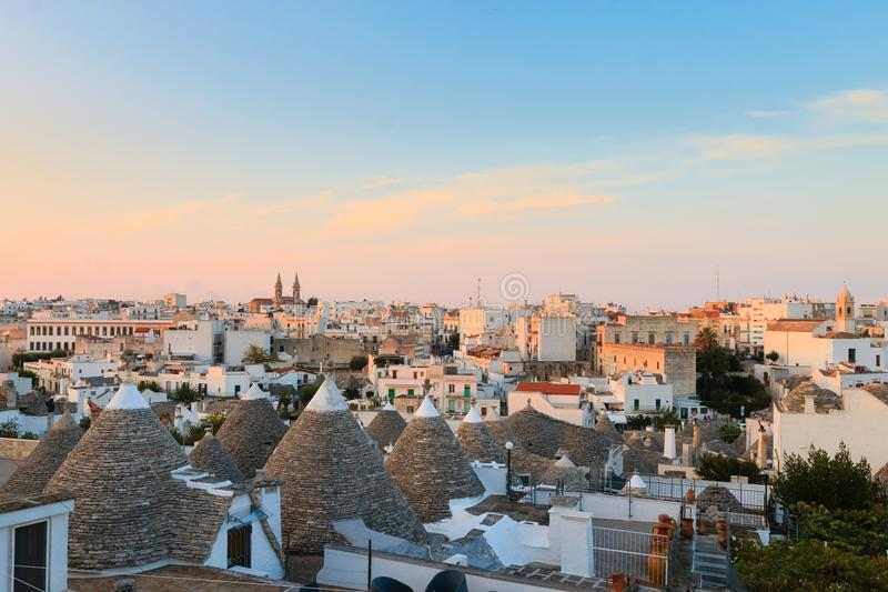 Marco italiano famoso, trulli de Alberobello, região de Apulian, imagem de stock royalty free
