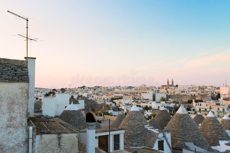 Marco italiano famoso, trulli de Alberobello, região de Apulian, fotos de stock royalty free