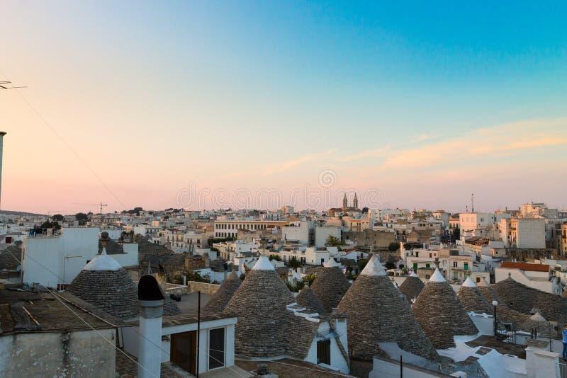 Marco italiano famoso, trulli de Alberobello, região de Apulian, imagens de stock royalty free