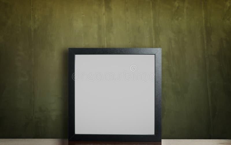 Marco negro en blanco en la pared verde sucia rústica fotos de archivo libres de regalías