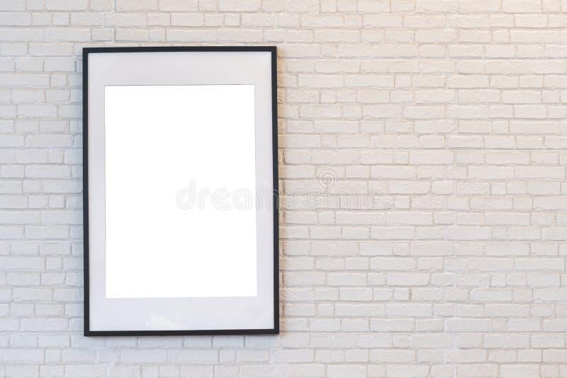 Marco negro moderno en la pared de ladrillo blanca fotografía de archivo