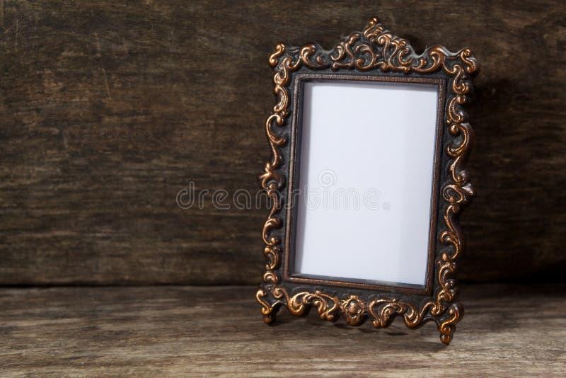 Marco retro para la foto en de madera imágenes de archivo libres de regalías