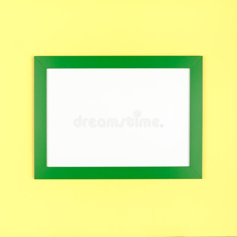 Marco vacío en fondo coloreado en colores pastel texturizado imágenes de archivo libres de regalías
