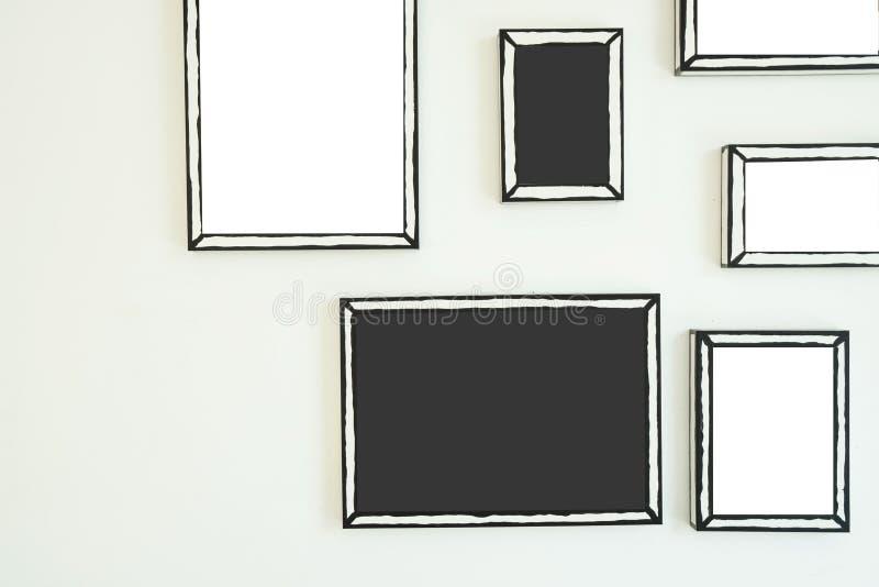 Marco vac?o en la pared blanca Espacio en blanco para el texto y las im?genes libre illustration