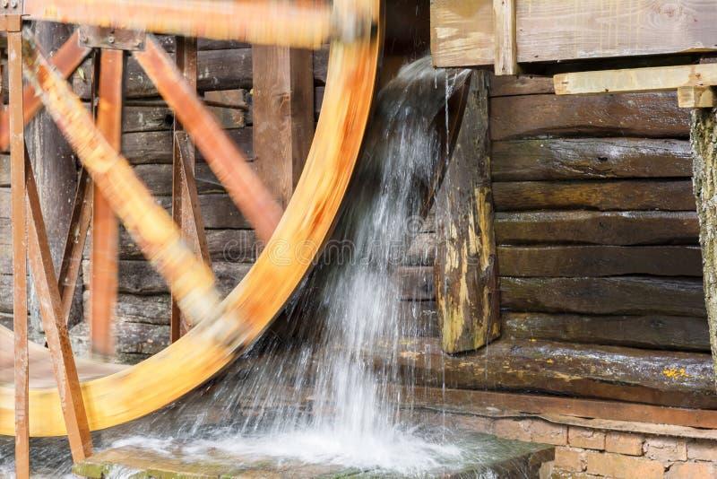 Marcos antigos históricos da região de Saratov, Rússia Uma s?rie de fotos Moinho de água de madeira restaurado velho do século XI imagens de stock royalty free