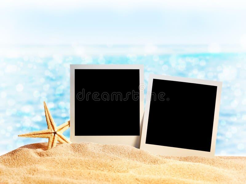 Marcos de la foto en el arena de mar imagen de archivo libre de regalías
