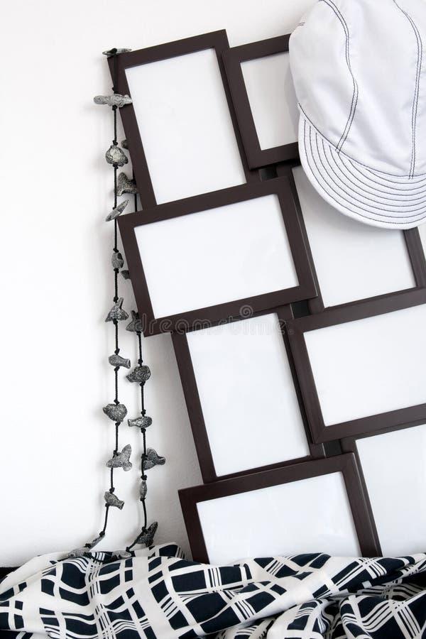 Marcos de la foto y decoración de la ropa fotos de archivo libres de regalías
