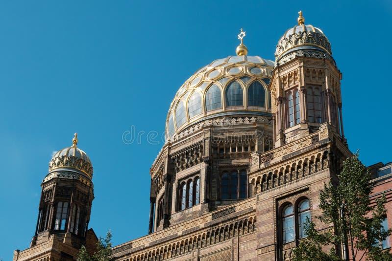 Marcos em Berlim - Neue Synagoge Synagoge novo em Berlim, Alemanha fotos de stock royalty free