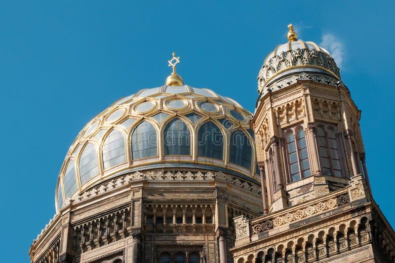 Marcos em Berlim - Neue Synagoge Synagoge novo em Berlim, Alemanha foto de stock
